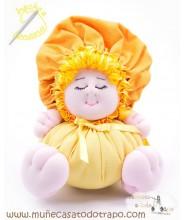 La Buñuela Amarilla Bigfoot - Muñeca de trapo - 23 cm